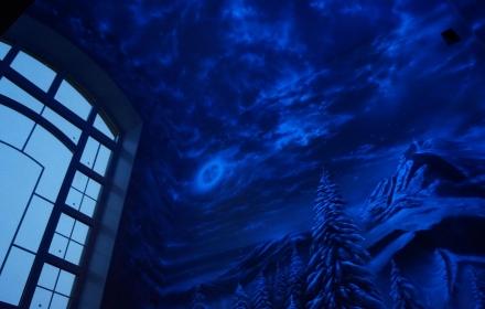 Светящаяся художественная роспись потолка и стен