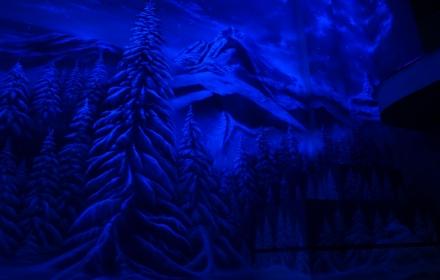 Флуоресцентная роспись потолка и стен